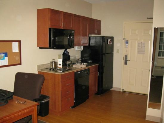 Candlewood Suites Hot Springs : The kitchenette...