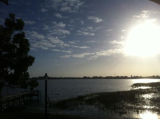 Sebring, Флорида: morning lake view from room