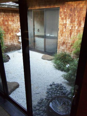Gaige House, A Four Sisters Inn: Zen Garden within the suite