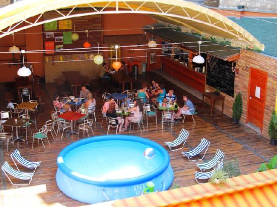 Casa de la Musica Hostel: Summer pool andf terrace bar