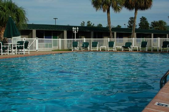 Clarion Inn & Conference Center: Pool