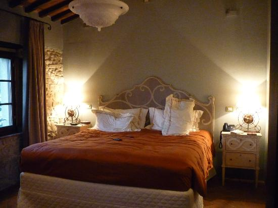 Casole d Elsa, Italien: Bedroom part of suite