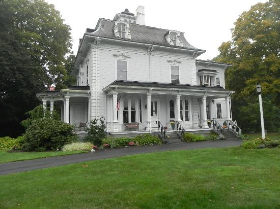 Proctor Mansion Inn: The House