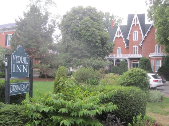 Merrill Inn: Beautiful old house, inside and out