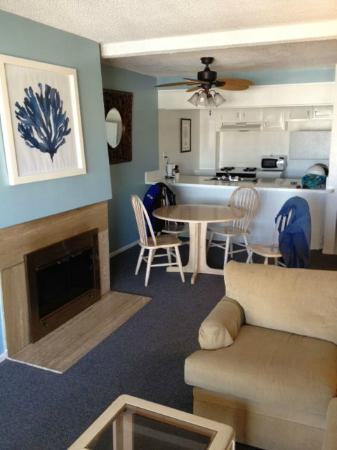 Oceanside Marina Suites: Our Room, nice decorations, clean and comfortable, lots of closet space and kitchenette.