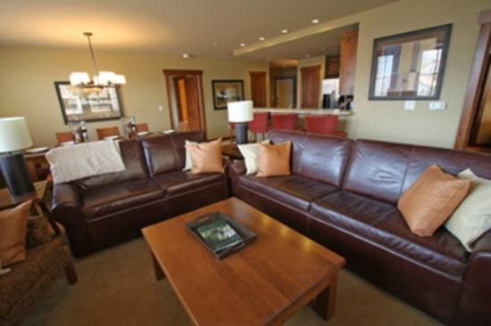 Purgatory Lodge at Durango Mountain Resort: Large Living Room