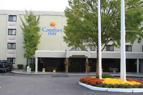 Comfort Inn Airport: Main Entrance