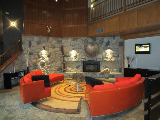 Adara Hotel: Reception Relaxation Area