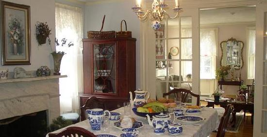 The Henry Derby House: Our Breakfast Table