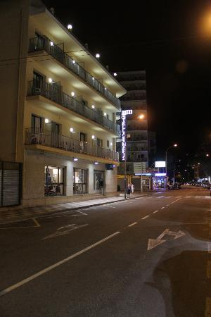 Hotel Stella Maris: Hoel at Night