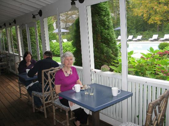 Old Fort Inn: View from breakfast area