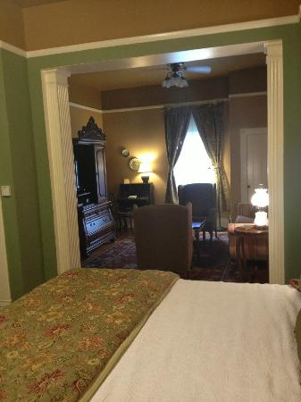 Heartstone Inn and Cottages : Roomy suite