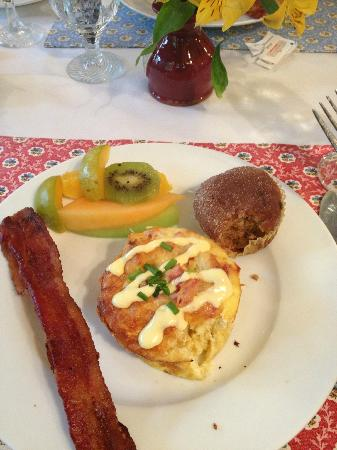 Heartstone Inn and Cottages : Eggs Benedict