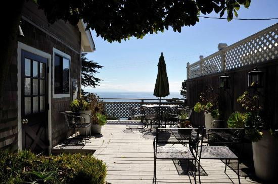 The Cottage at Muir Beach: Deck area with grill and view of Pacific Ocean