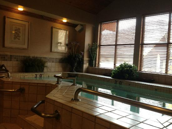 French toast picture of snake river lodge and spa teton for Trisha hotel bathroom photos