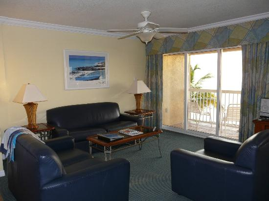 The Grand Caymanian Resort: Living Room Area with Beautiful Ocean View