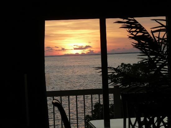 The Grand Caymanian Resort: Another Sunrise View every Day different and Magnificent!