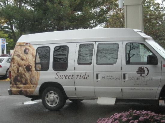 DoubleTree by Hilton Hotel Burlington: shuttle van