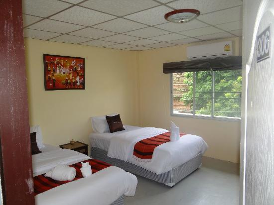 Kamala's Guesthouse: 24hrs free Wifi, air con, fan,fridge