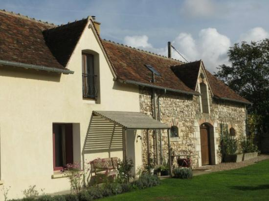 Le Grand-Pressigny, : Autumn view of Noix gite - sleeps 4 and utility/play room next door