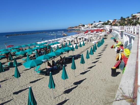 Comfort Rome Vaticano B&B: Santa Marinella Beach is a 40 minute train ride from Rome