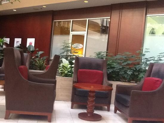 Crowne Plaza Arlington Suites: Club Lounge