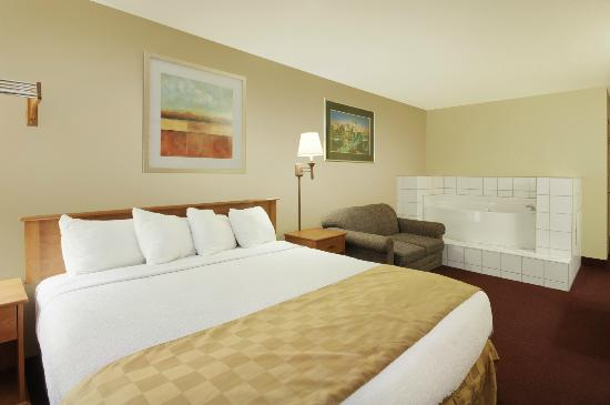 Red Roof Inn Palmdale-Lancaster: King Jacuzzi Suite