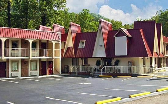 Motel 6 Gatlinburg Smoky Mountains: Inn Exterior