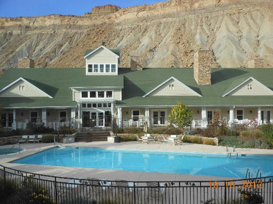 Wine Country Inn: At the foot of the Book Cliffs