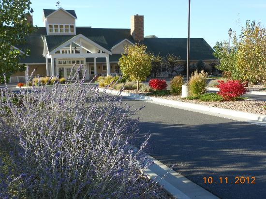 Wine Country Inn: Very nice landscaping in the vineyard