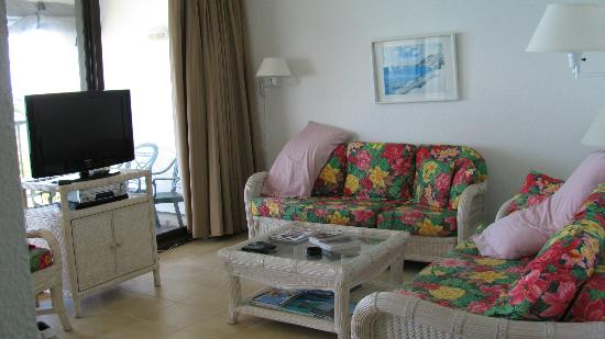 Belair Beach Hotel: Living room