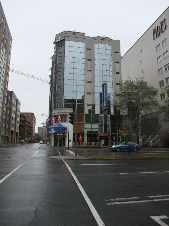Days Inn Montreal Downtown : Exterior of the hotel