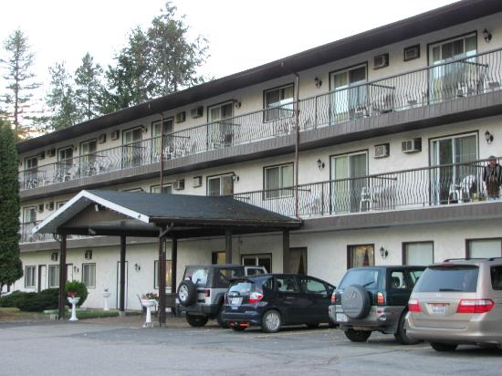 North Shore Inn: Outside view