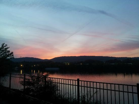 SpringHill Suites Chattanooga Downtown / Cameron Harbor: Another beautiful view from the patio.