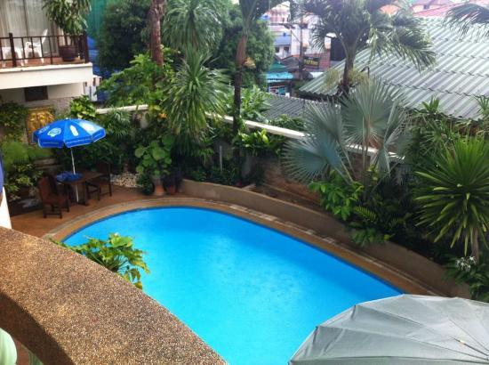 Palmview Resort Patong Beach: pool from first floor balcony