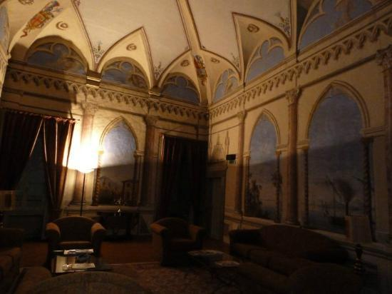 Palazzo Bocci: Main sitting room