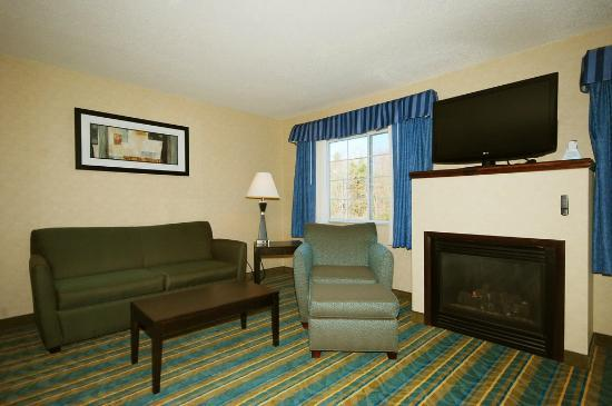 BEST WESTERN Berkshire Hills Inn &amp; Suites: Fireplace Suite