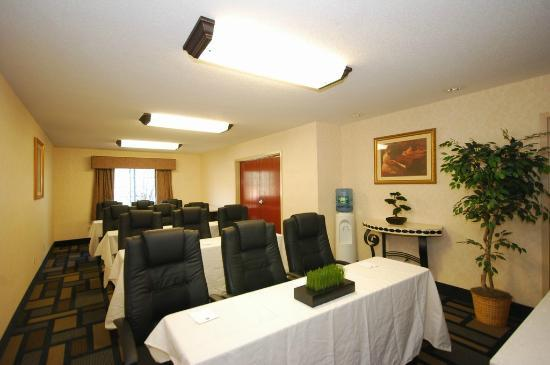 BEST WESTERN Berkshire Hills Inn & Suites: Meeting room