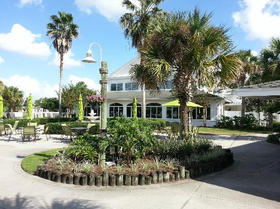 Plantation on Crystal River: Outside view