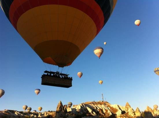 Panoramic Cave Hotel: balloons passing over our hotel
