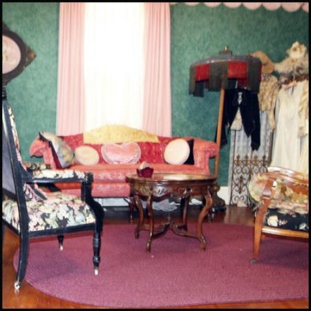 Chantilly Lace Inn: Rannon's Nest Parlor