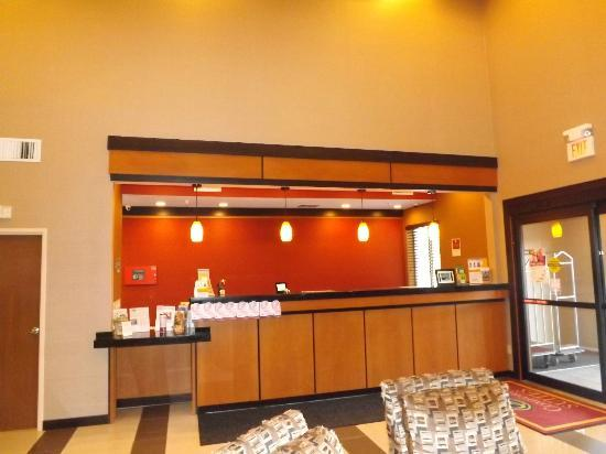 Comfort Suites Northeast: Renovated Lobby and Front Desk