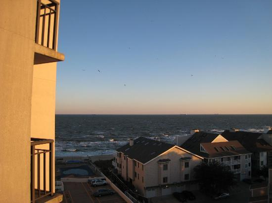 Virginia Beach Resort Hotel and Conference Center: view of Chesapeake Bay from balcony on 7th floor