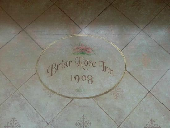 Briar Rose Inn: Emblem on the floor at base of stairs