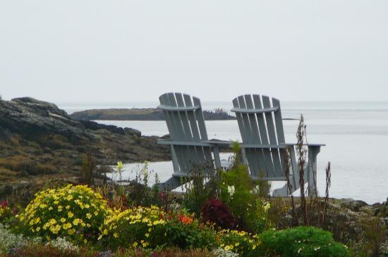 East Boothbay, ME: Sit and relax awhile!