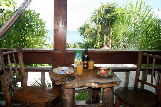Tranquilseas Eco Lodge and Dive Center: Breakfast on the Tree Frog balcony