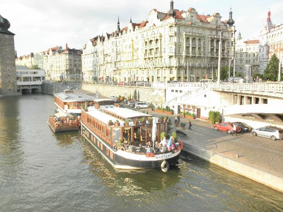 Boat hotel in prague picture of botel matylda prague for Quirky hotels prague