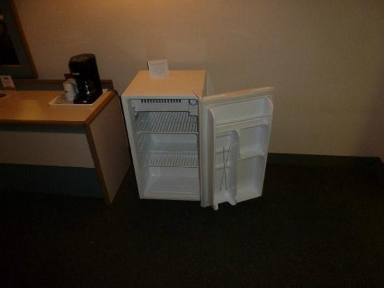Howard Johnson Colorado Springs: Fridge