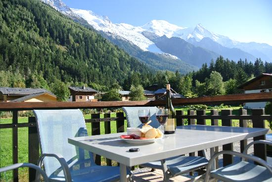 Chalet Blanche: Wine and mountains!