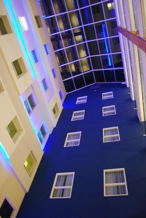 Hotel Indigo: Evening lighting